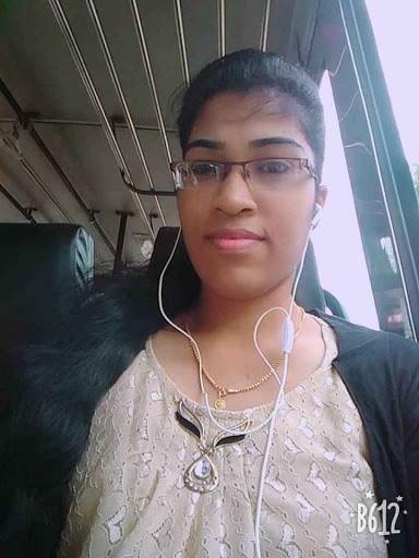 user Roshni Pillai apkdeer profile image