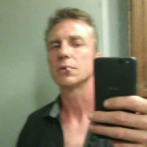 user Walter Biggerstaff apkdeer profile image