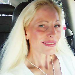 user Karilee Anderson apkdeer profile image