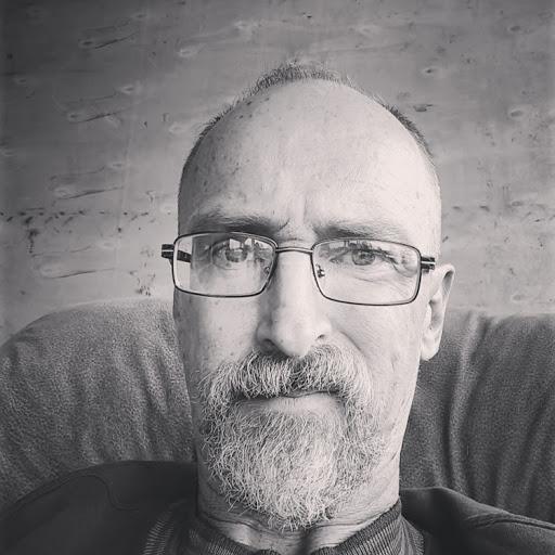 user Peter B Thomas apkdeer profile image
