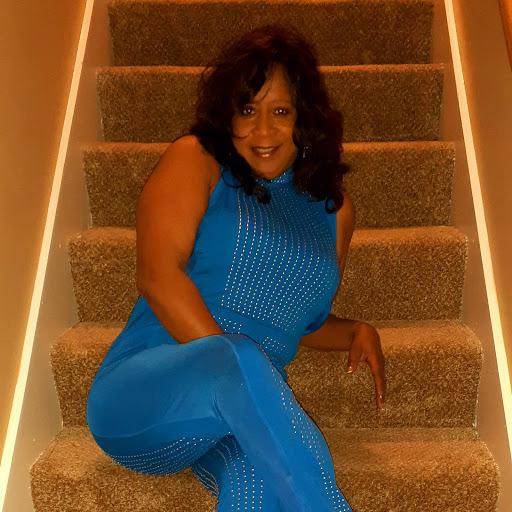 user Saundra Norfleet apkdeer profile image