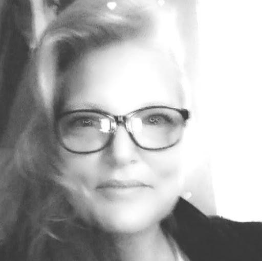 user WORLDs' PLAYLIST VICTORIA BLACKWELL apkdeer profile image