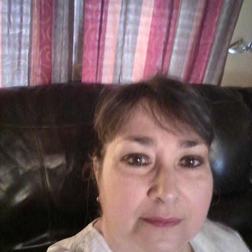 user Carolyn White apkdeer profile image