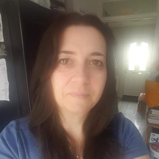 user Zoe Tarling apkdeer profile image