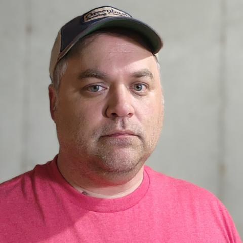 user Tom Pearce apkdeer profile image