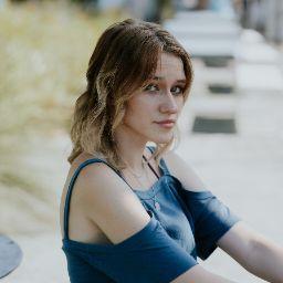 user Meghan Holloway apkdeer profile image