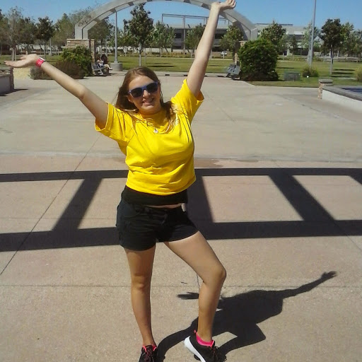 user Holly Robertson apkdeer profile image