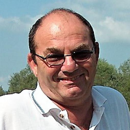 user Bondy Stenzler apkdeer profile image