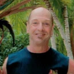 user Peter Male apkdeer profile image