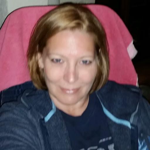 user Lora Doty apkdeer profile image