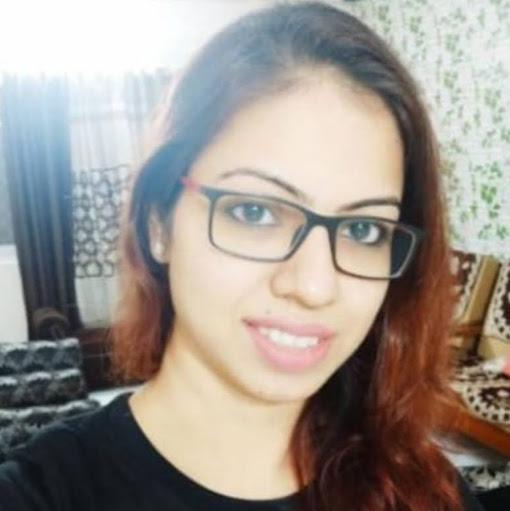 user Akansha Shrivastava apkdeer profile image