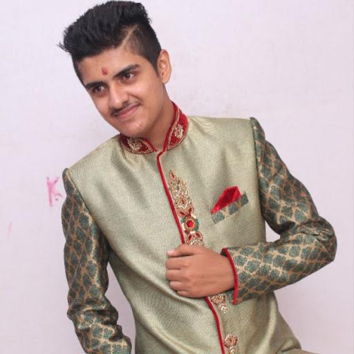 user Daksh thacker apkdeer profile image
