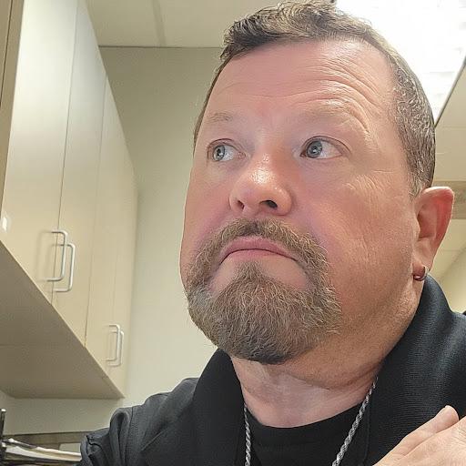 user William Kirkham apkdeer profile image