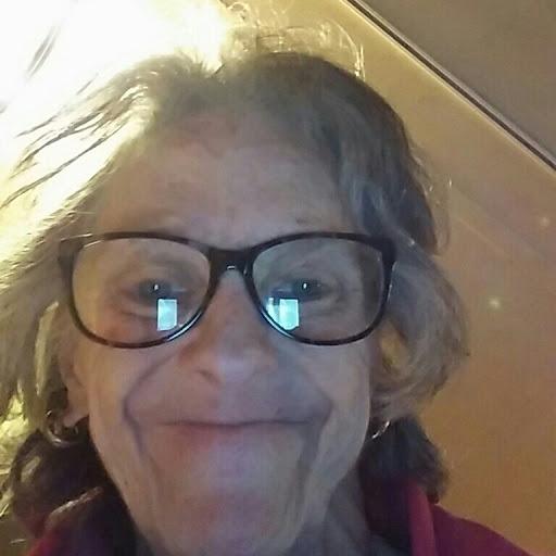 user Gloria Tingle apkdeer profile image