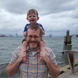 user Erik Snyder apkdeer profile image