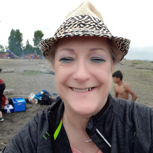 user LINDA VINING-CAREFOOT apkdeer profile image