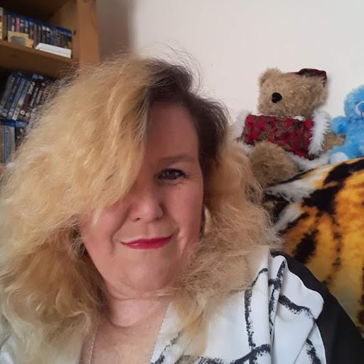 user Shirley Drury apkdeer profile image