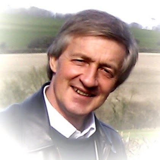 user Simon Holder apkdeer profile image