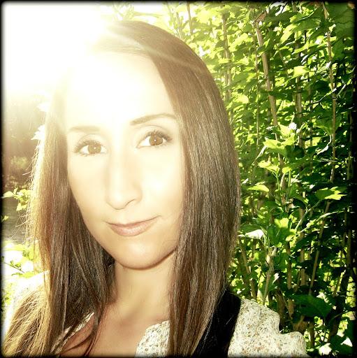 user Alison Riggs apkdeer profile image
