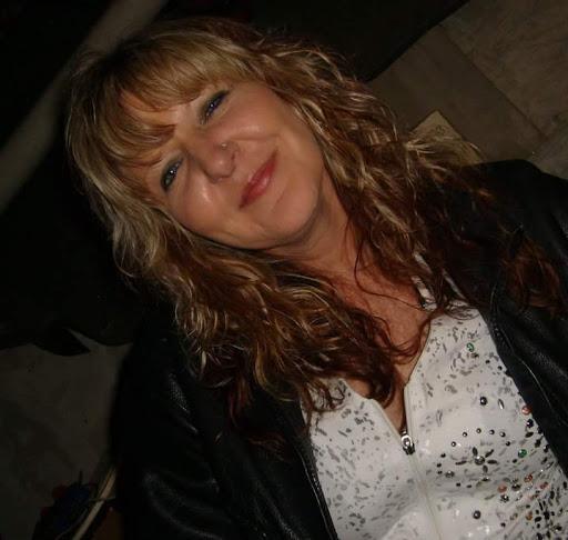 user Angie Ferguson apkdeer profile image