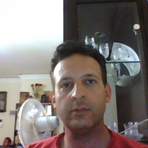 user Ariya Pakdel apkdeer profile image