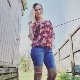 user Amber Williams apkdeer profile image