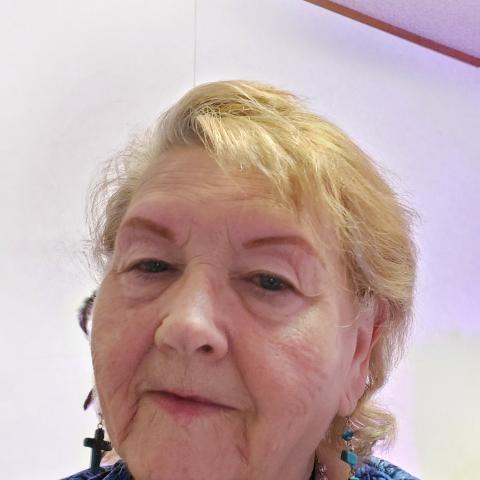 user Ellen Martin apkdeer profile image