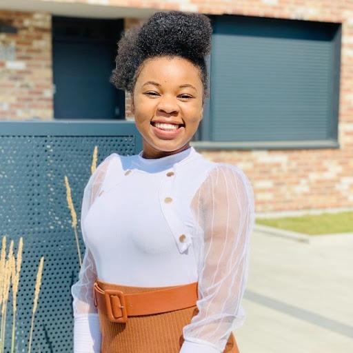 Esther Mandina's avatar
