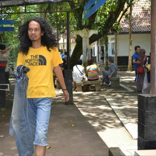 Poet Wawan Warsika