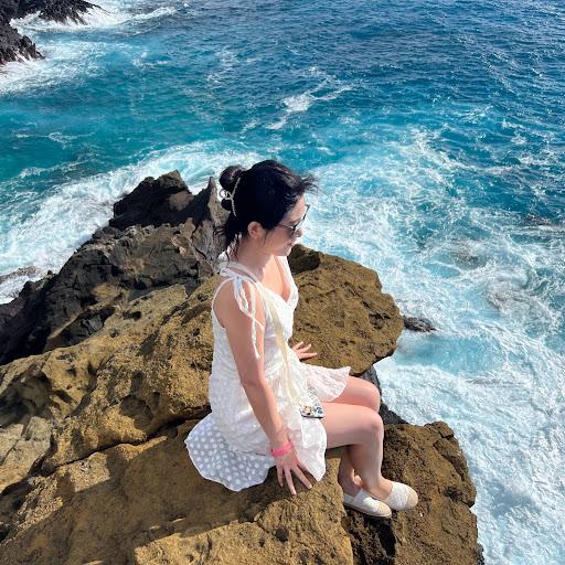 Miriam Dong