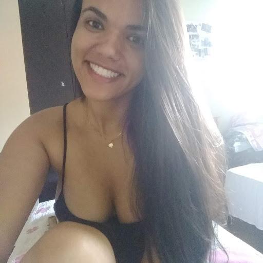 Camila Dias picture