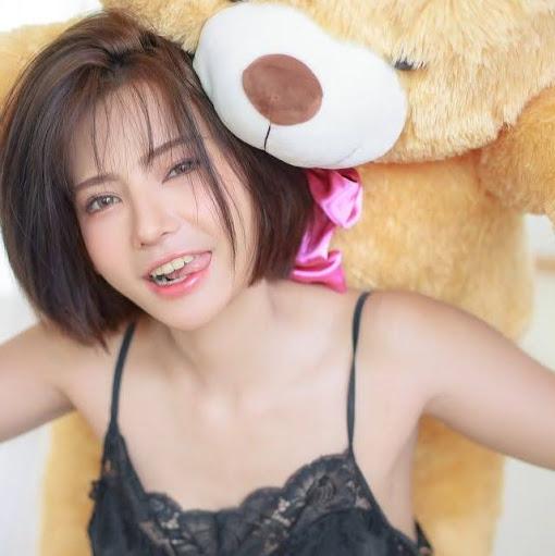Dewi Ananda's avatar