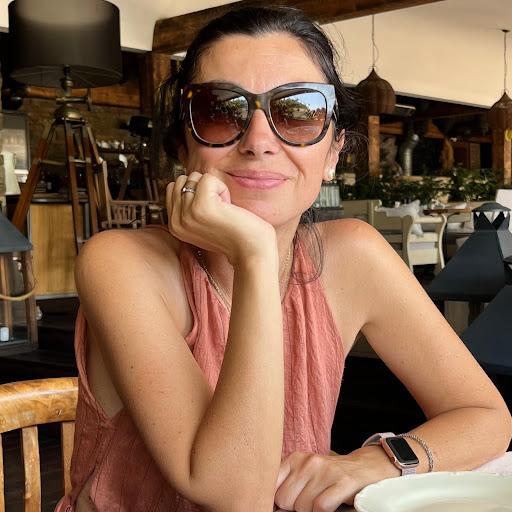 Elena Litova .