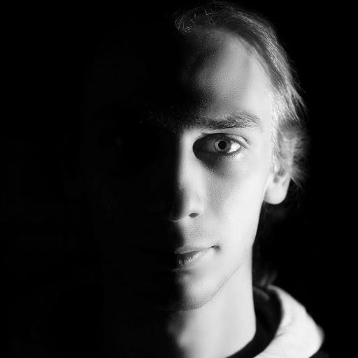 Timon Leschinski