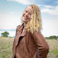 Courtney L's profile image