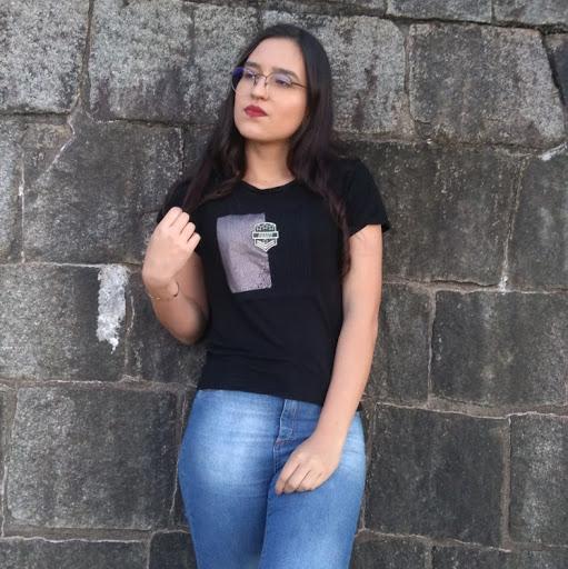 Larissa Dias picture