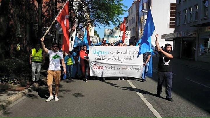 cin-devletini-protesto-yuruyusu