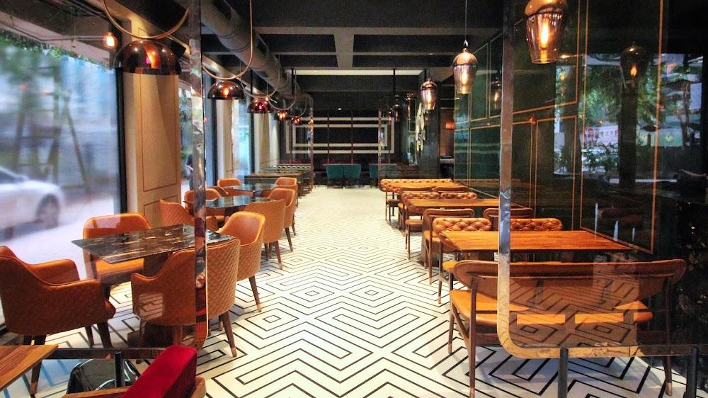 best-pet-friendly-cafe-mumbai-autumn-bar-bistro_image