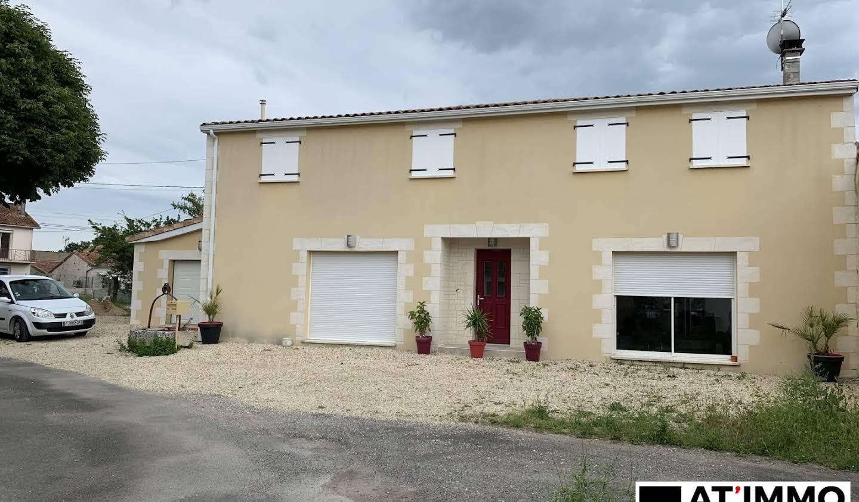 Maison avec terrasse Brie