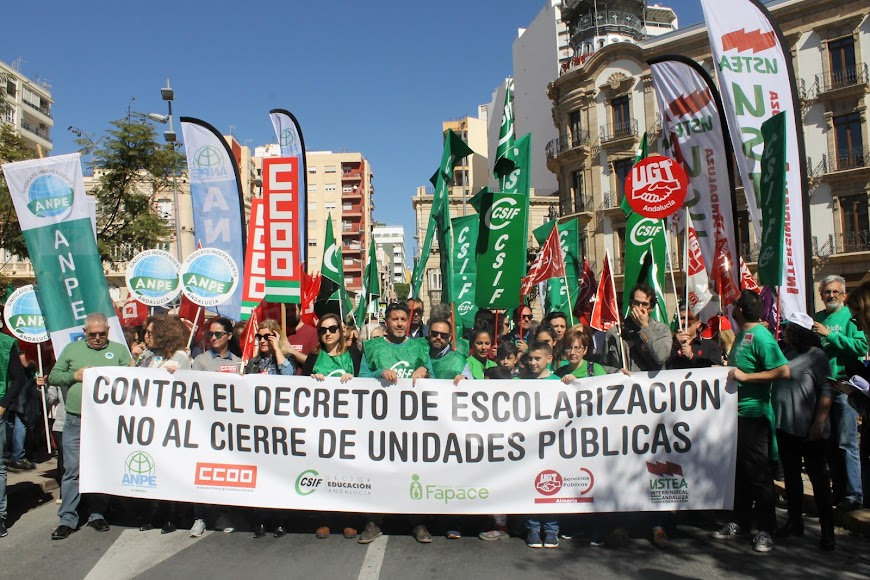 Manifestación contra el nuevo decreto de escolarización celebrada en Almería.