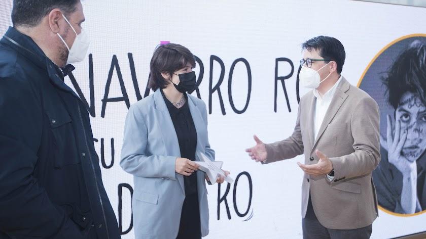 Marta Navarro Ros, junto al diputado de Cultura y el director del IEA.