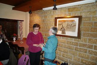 Photo: Eine grosse Überraschung war für Elisabeth Stohler die Würdigung mit der Ehrenmitgliedschaft in der Grossformation.
