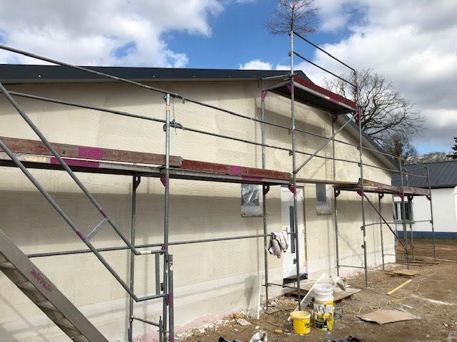 Außenfassade und  Sanitärinstallationen