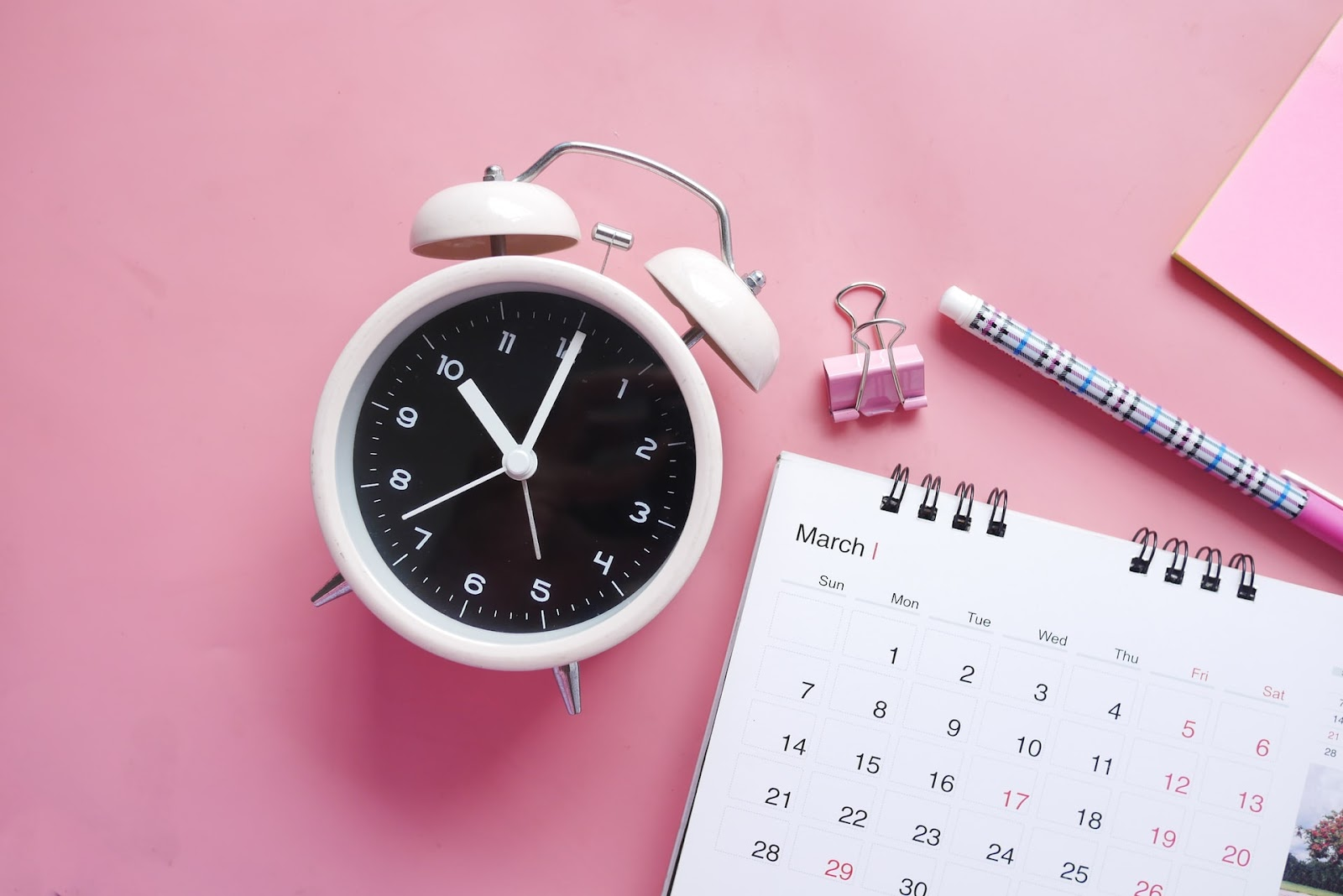 alarm as a time management and urgent freelance tasks