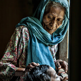by Mohd Izzat Ahmad - People Family ( pwcwindow-dq, mom and 'kid', senior citizen, mom with kids )