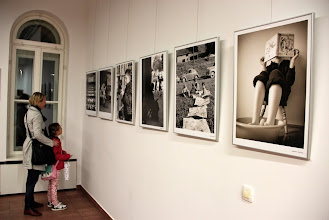 Photo: Branje v objektivu, gostujoča fotografska razstava Noć knjige, v galeriji Kult3000. (Foto Manca Čujež)  http://nocknjige.si/program/kader-za-branje-fotografska-razstava-hrvaska/