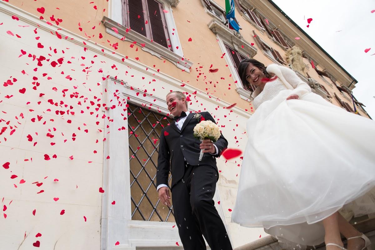 Lancio dei petali sugli sposi