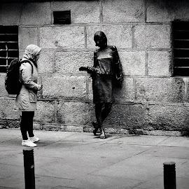 frente a frente by Luis Orchevecs Ferenczi - People Street & Candids