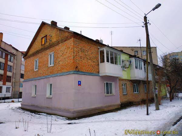 Вул. Коновальця, 4 Фото: Ілля Сметанін
