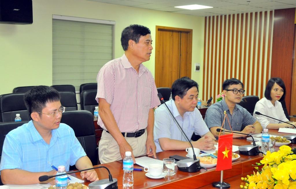 Chủ tịch Hội Nhà báo tỉnh Quảng Ninh Nguyễn Tiến Mạnh phát biểu chào mừng chuyến thăm của đoàn
